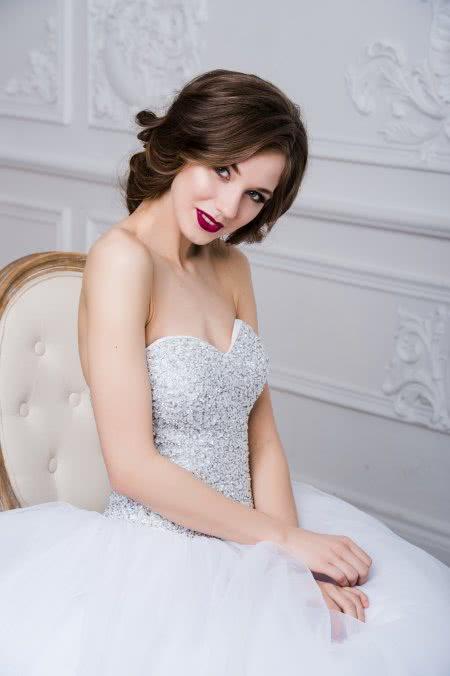 Pani Młoda w sukni ślubnej