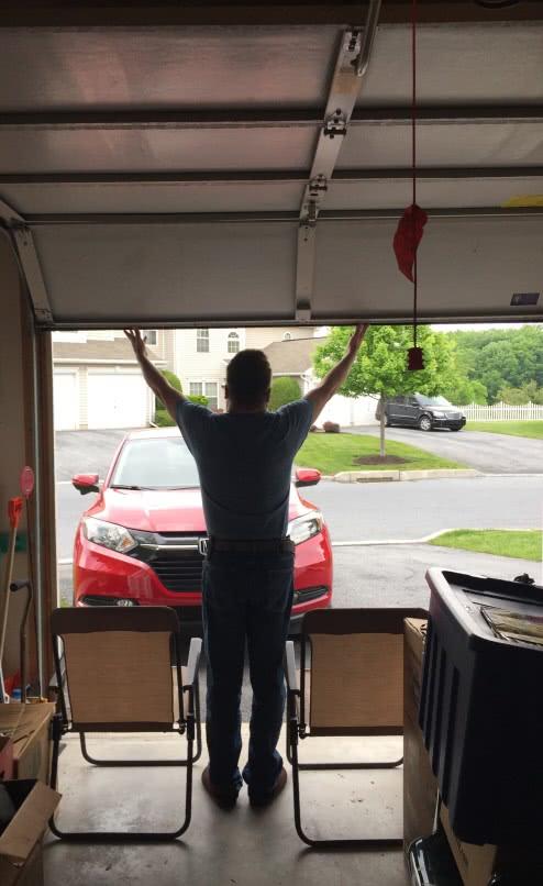 uchylona brama garażowa